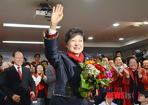 ◇◇◇大統領選:笑顔であいさつする朴槿恵氏