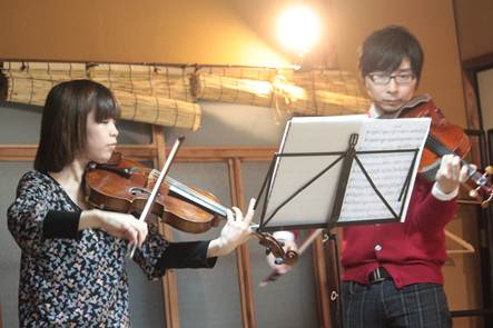 ヴィオラ演奏者のお二人。今井良さん、岡田真理子さん。