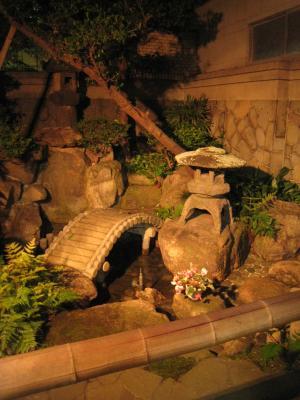 大阪源ヶ橋温泉坪庭