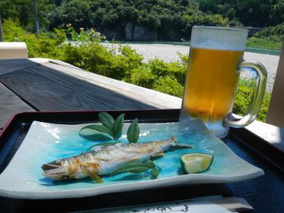 水の駅あいの里 山屋紅で鮎と生ビール