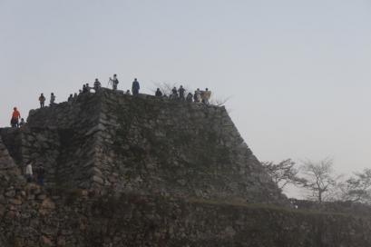 一番高い所には大勢の人が。