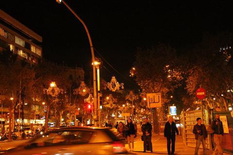 02 夜のグラシア通り