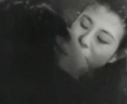 【久我美子】ガラス越しにキスをするラブシーン