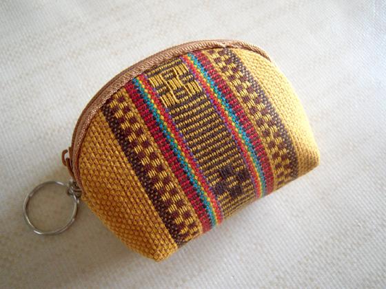 ミンサー織りの布の小銭入れ
