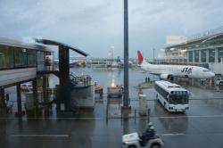 まだ暴風の那覇空港