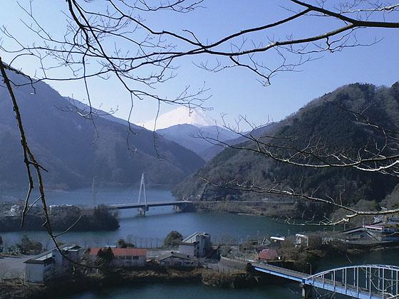 丹沢湖から富士山