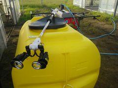 [写真]静電噴口とタンク