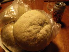 [写真]差し入れのメロンパン