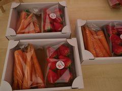 [写真]ニンジンとイチゴのおみやげセット
