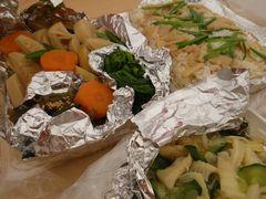 [写真]差し入れにいただいたタケノコご飯と煮物
