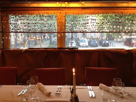 レストラン窓際1