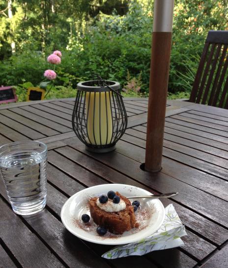 お庭でケーキ