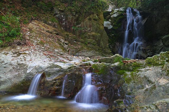 岡山県美作市滝宮にある 琴弾の滝(ことびきのたき)