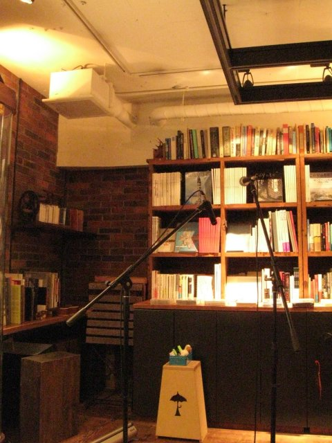 Rainy Day Bookstore & Cafe 店内