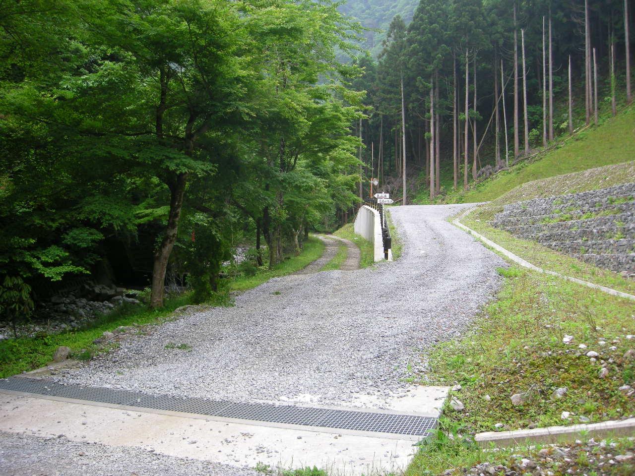 霊仙山入口