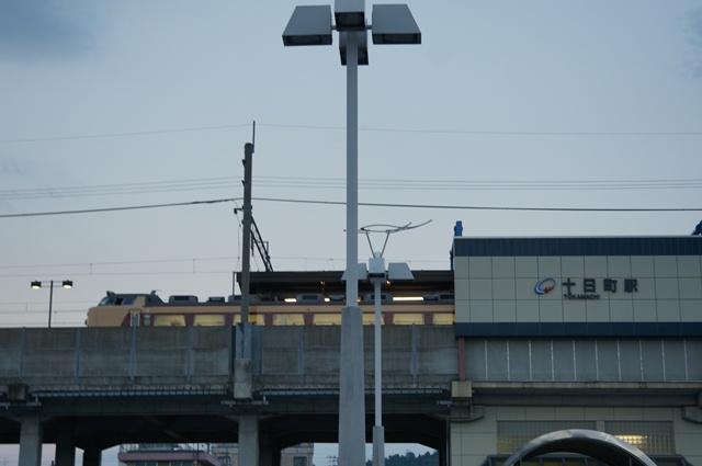 十日町駅と国鉄色の特急列車