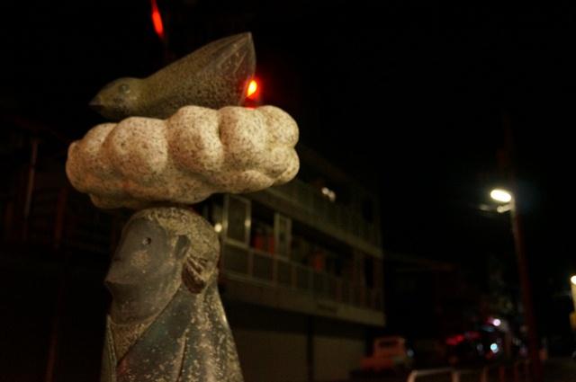 十日町の中心部をはしる国道117号線沿いの彫刻