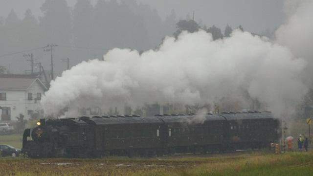 越後岩沢駅を出発したSL信濃川ロマン号