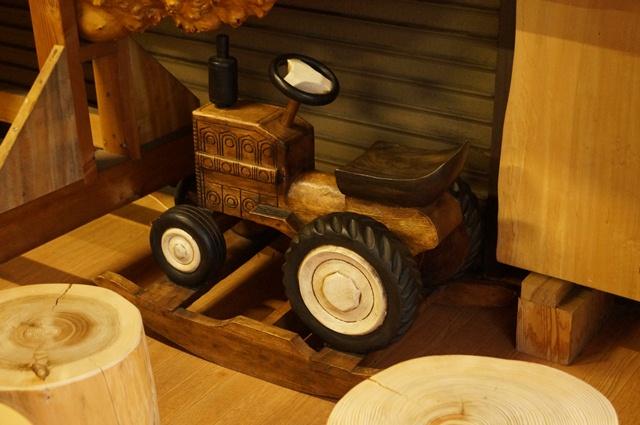木工所の木トラクター