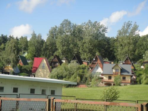 07 2012 湖の近くの別荘地