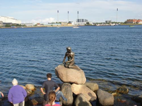 2012 夏のバカンス (de) 人形の像