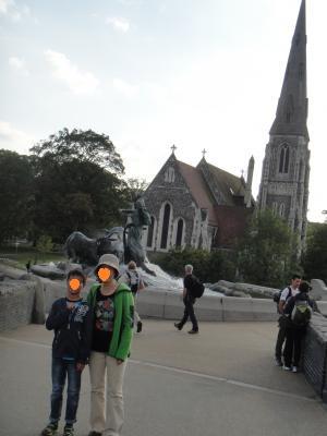 2012 夏のバカンス (de) ゲフィオンの泉 横の教会