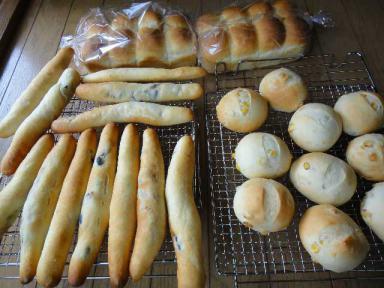 オリーブのパン、コーンパン