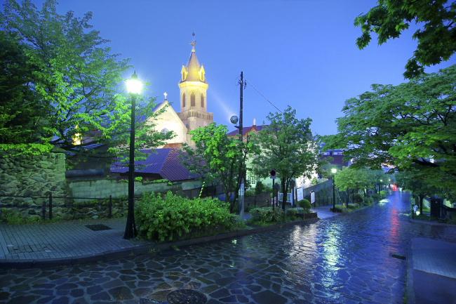 雨のカトリック元町教会