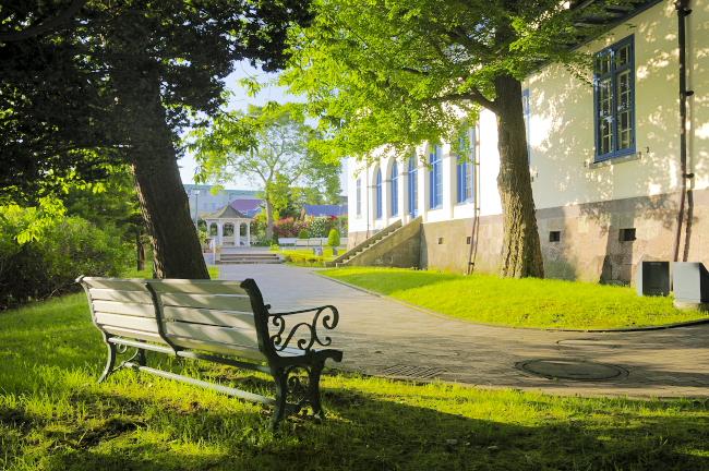 函館市旧イギリス領事館庭園のベンチ