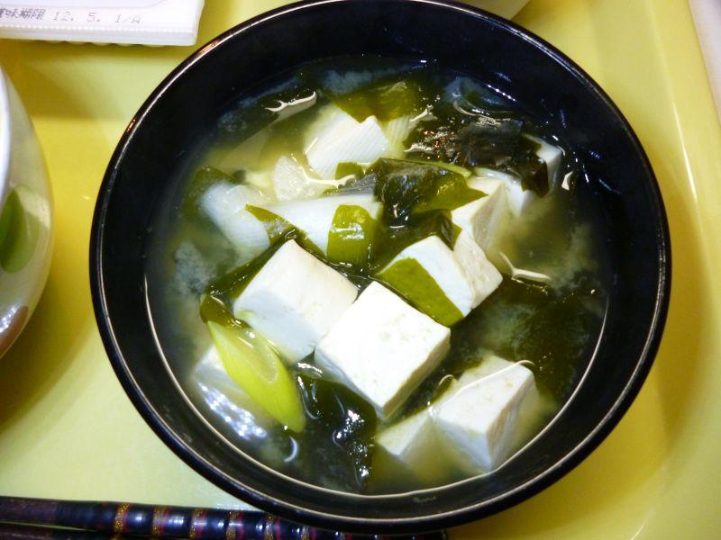 豆腐とワカメのお味噌汁