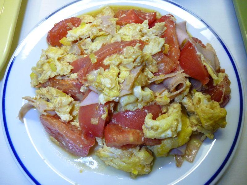 卵、ハム、トマトの炒めもの