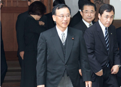 総裁靖国参拝2012.8.15