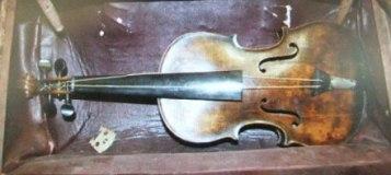 伝ウォーレス・ハートリーとともに北大西洋で発見されたヴァイオリン