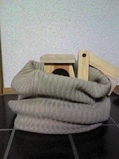 セーターの袖でネックウォーマー_01