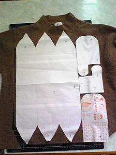 セーター(茶)を小物3点にリメイク(091230)_01