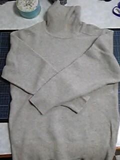 111116_縮んだセーターを帽子にリメイク_01