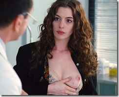 anne-hathaway-in-love-and-other-drugs-1 (10)