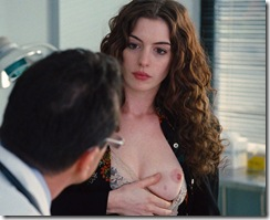 anne-hathaway-in-love-and-other-drugs-1 (8)