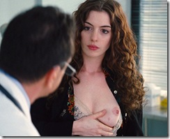anne-hathaway-in-love-and-other-drugs-1 (9)
