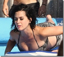 katy-perry-waterpark-butt-04-675x900