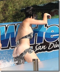 katy-perry-waterpark-butt-06-675x900