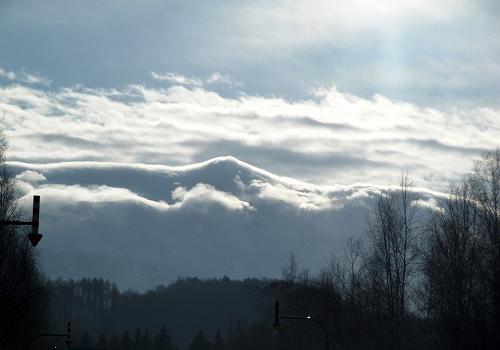 s-山の形に合わせて雲がかかってる~