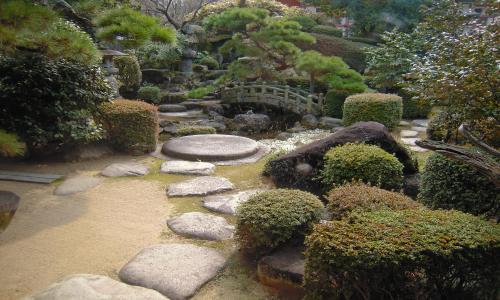 隠居所のお庭