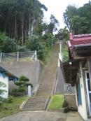 急階段の神社2