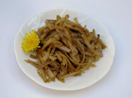食用タンポポで作る「きんぴらたんぽぽ」