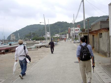 沼島漁港に隣接するメインストリート