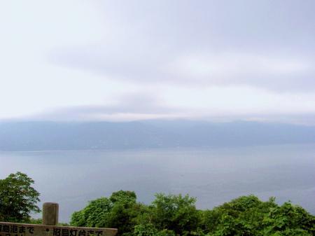 沼島北端の山から淡路島を望む