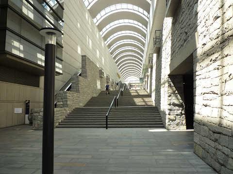 オペラシティ階段