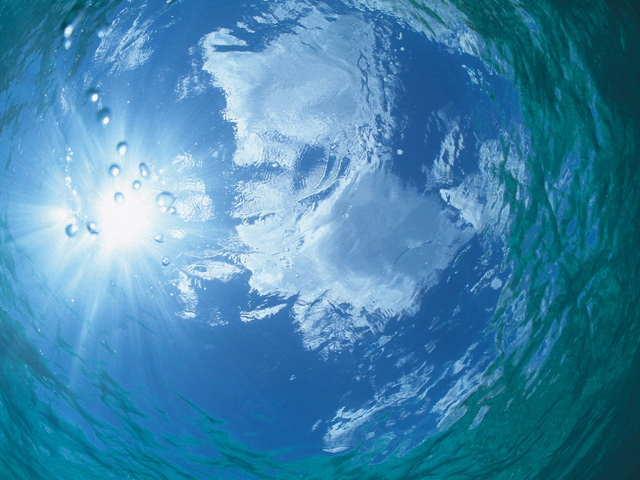 海中から見た空