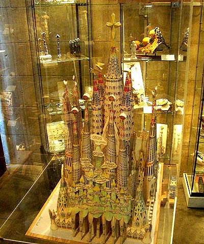 Sagradafamilia-model.jpg